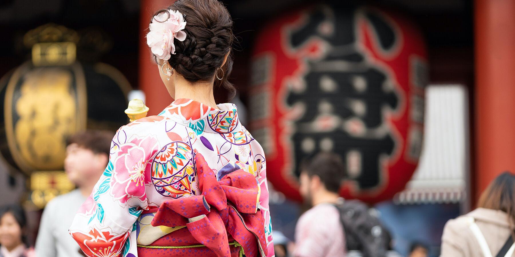 Frau in traditionellem Kimono