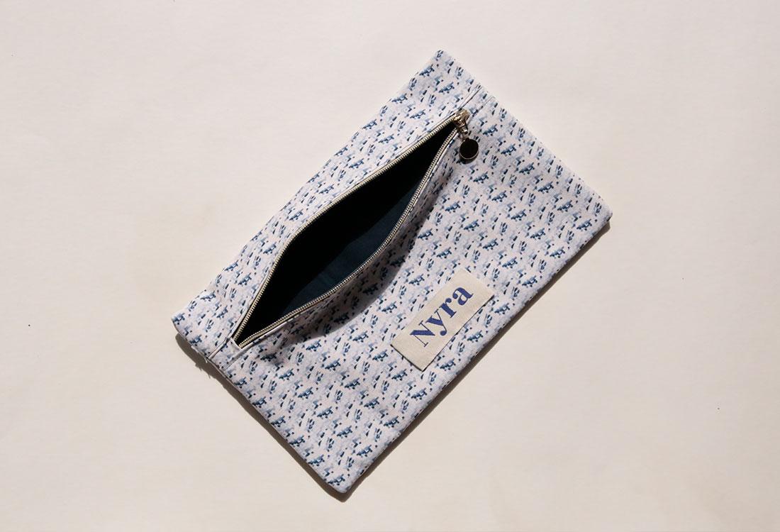 Kleines Täschchen mit Reißverschluss aus Stoff von Nyra Design
