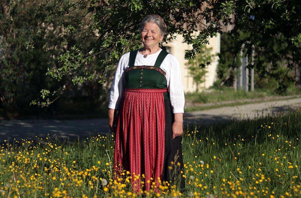 Trachtenmode maker Rosmarie Henke