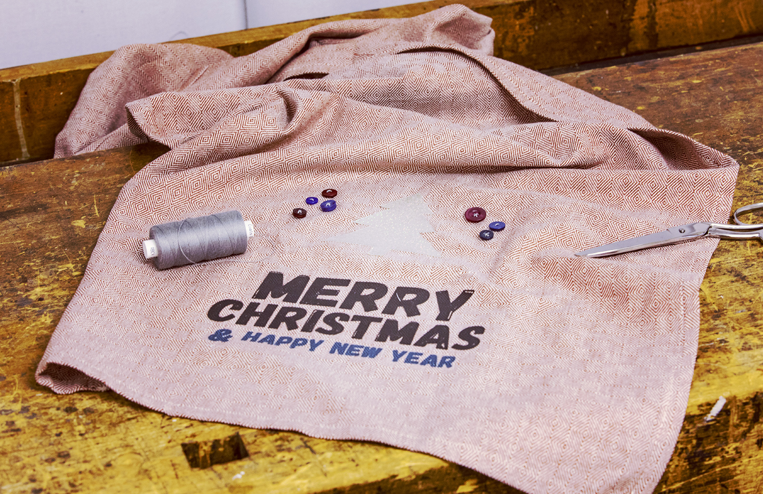 Table runner with Merry Christmas print